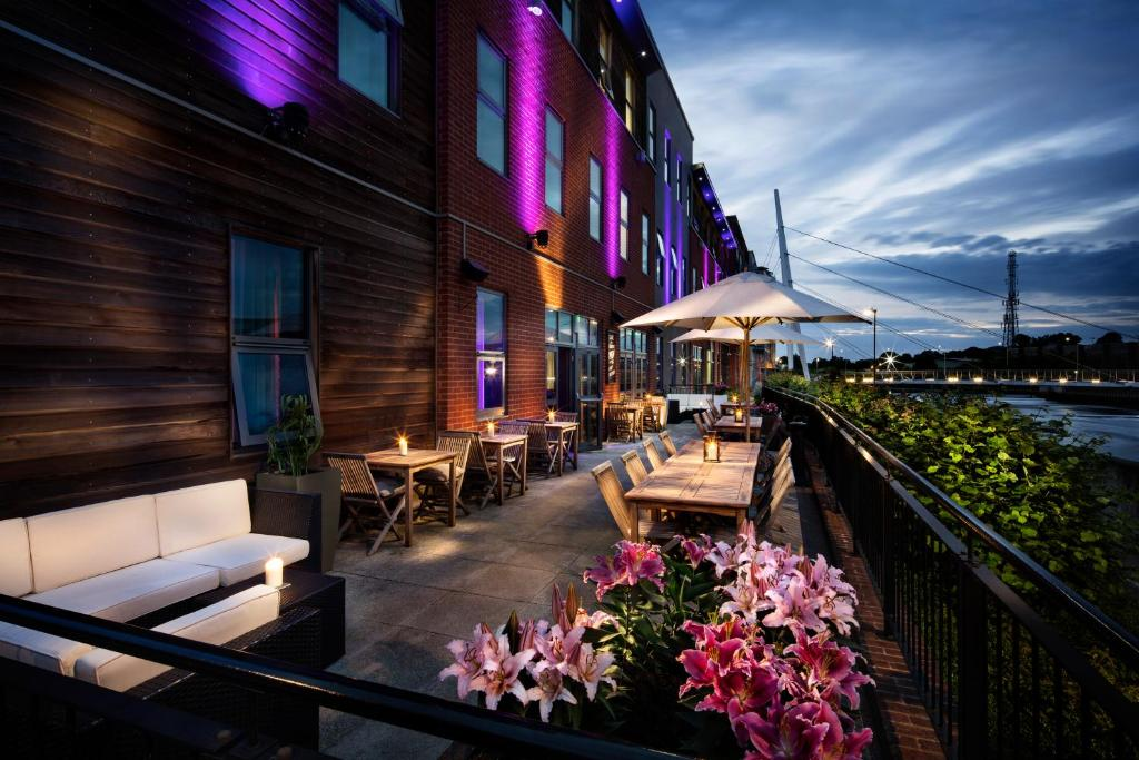 A porch or other outdoor area at Penta Hotel Ipswich