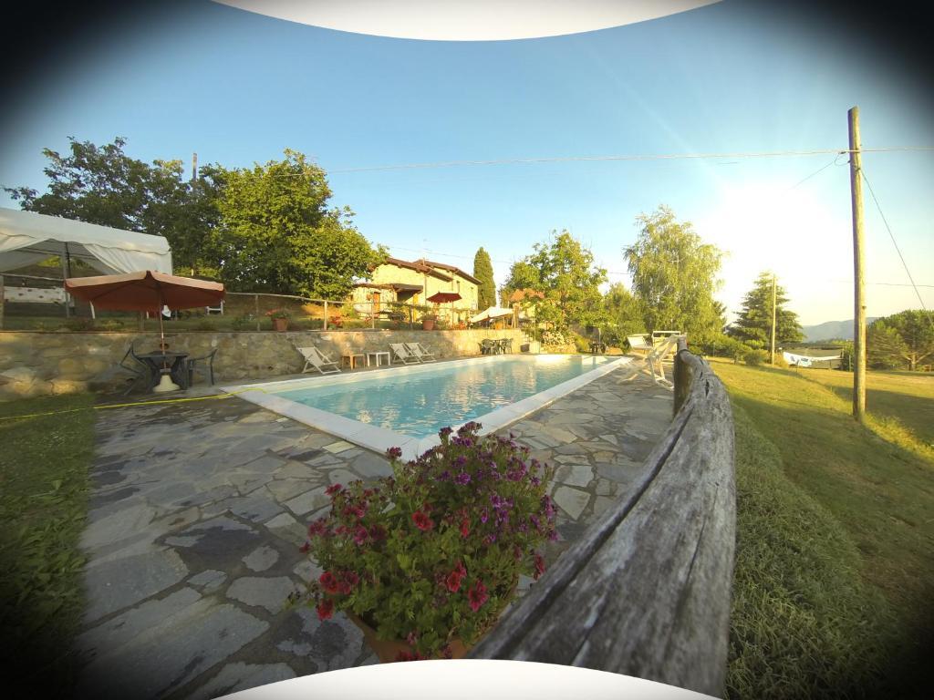 สระว่ายน้ำที่อยู่ใกล้ ๆ หรือใน Agriturismo il Tiglio