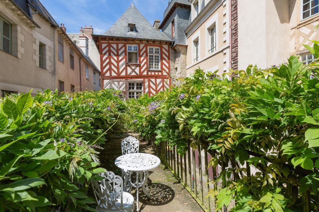 A porch or other outdoor area at Au Bonheur des Dames by Cocoonr