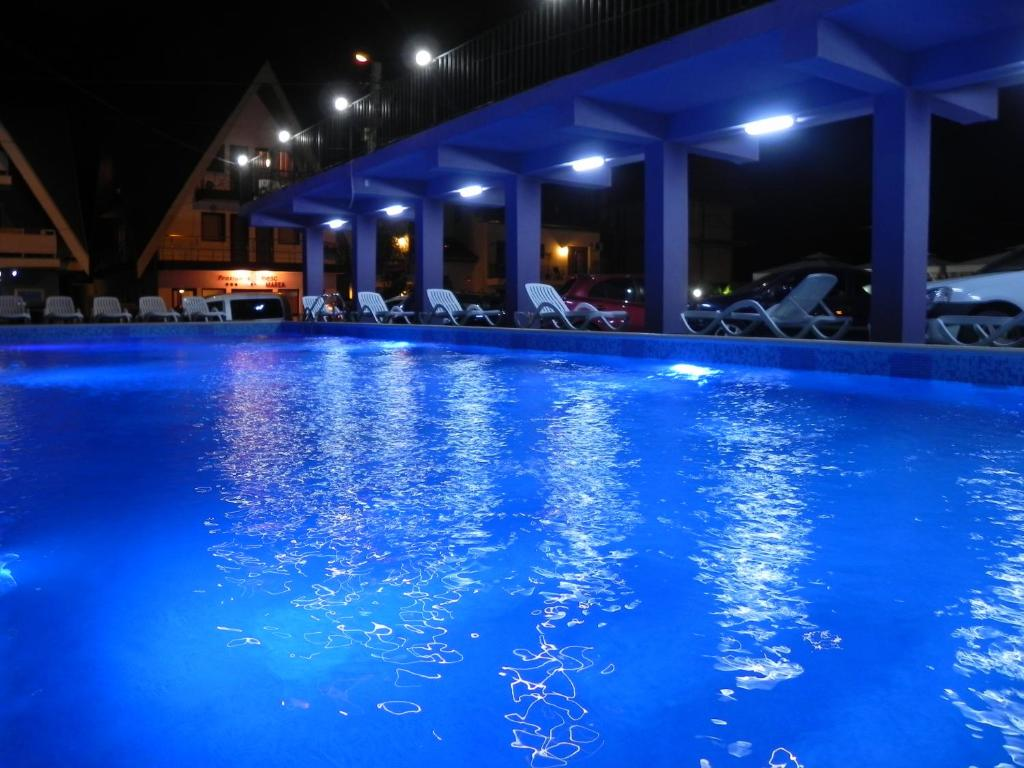 The swimming pool at or near Pensiunea Iubesc Marea
