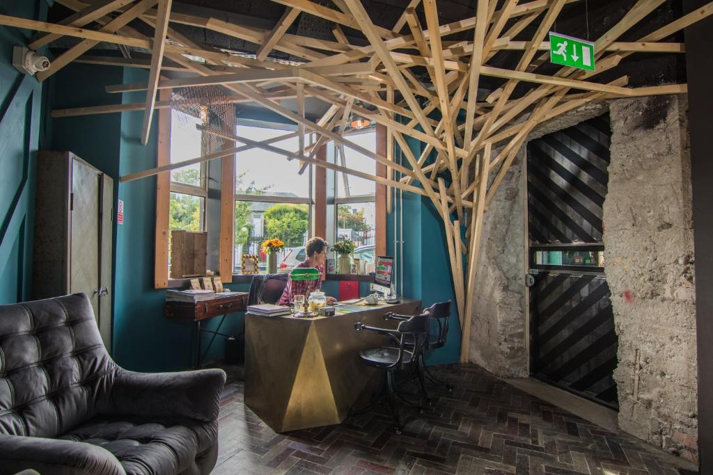 A restaurant or other place to eat at The Nest Boutique Hostel