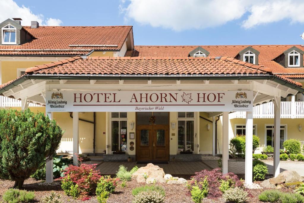 The facade or entrance of Hotel Ahornhof