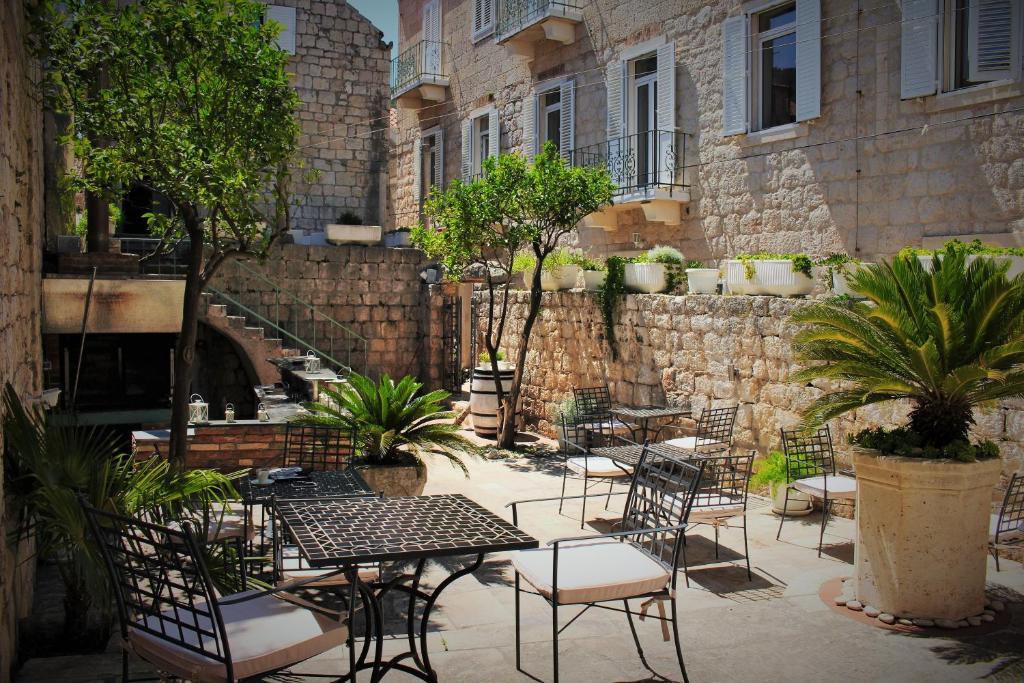 A porch or other outdoor area at Hotel San Giorgio
