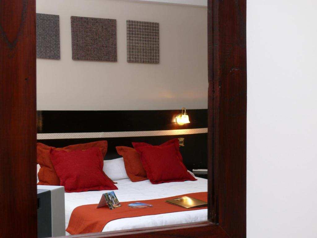 A bed or beds in a room at Gregorio I Hotel Boutique