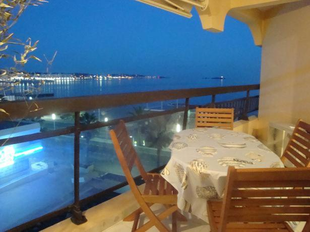 A restaurant or other place to eat at Acapulco Frejus Plage