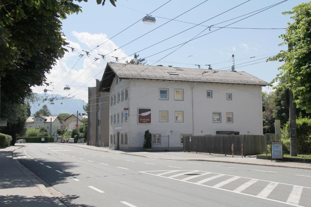 A fachada ou entrada de Snooze Guesthouse