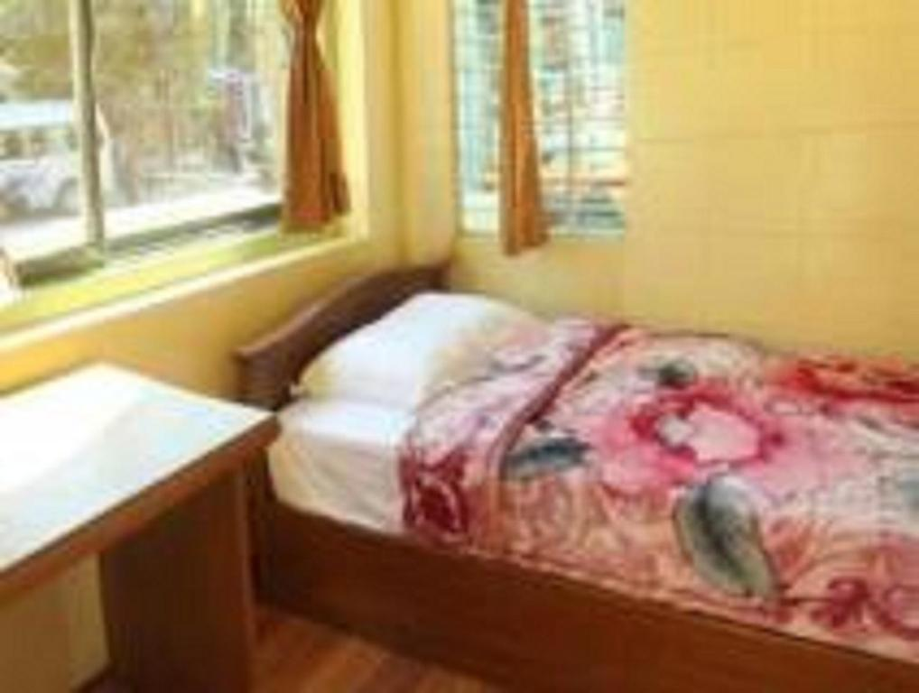 A bed or beds in a room at Yee Shin Guest House