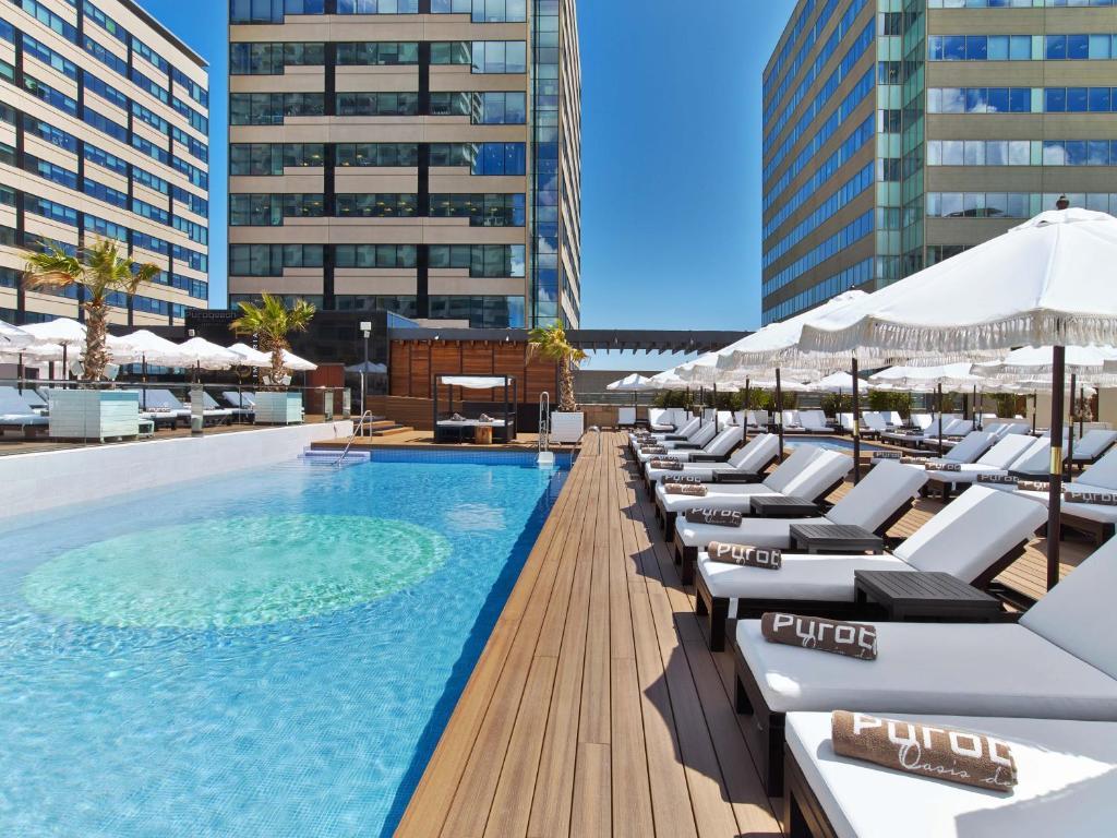 The swimming pool at or close to Hilton Diagonal Mar Barcelona