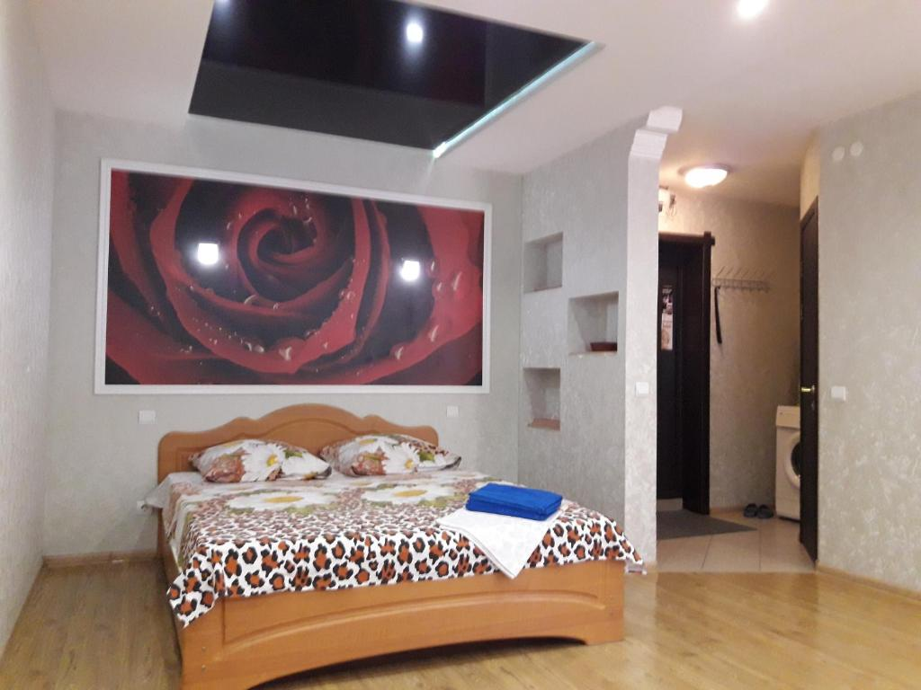 A bed or beds in a room at Apartment Kalinina 10
