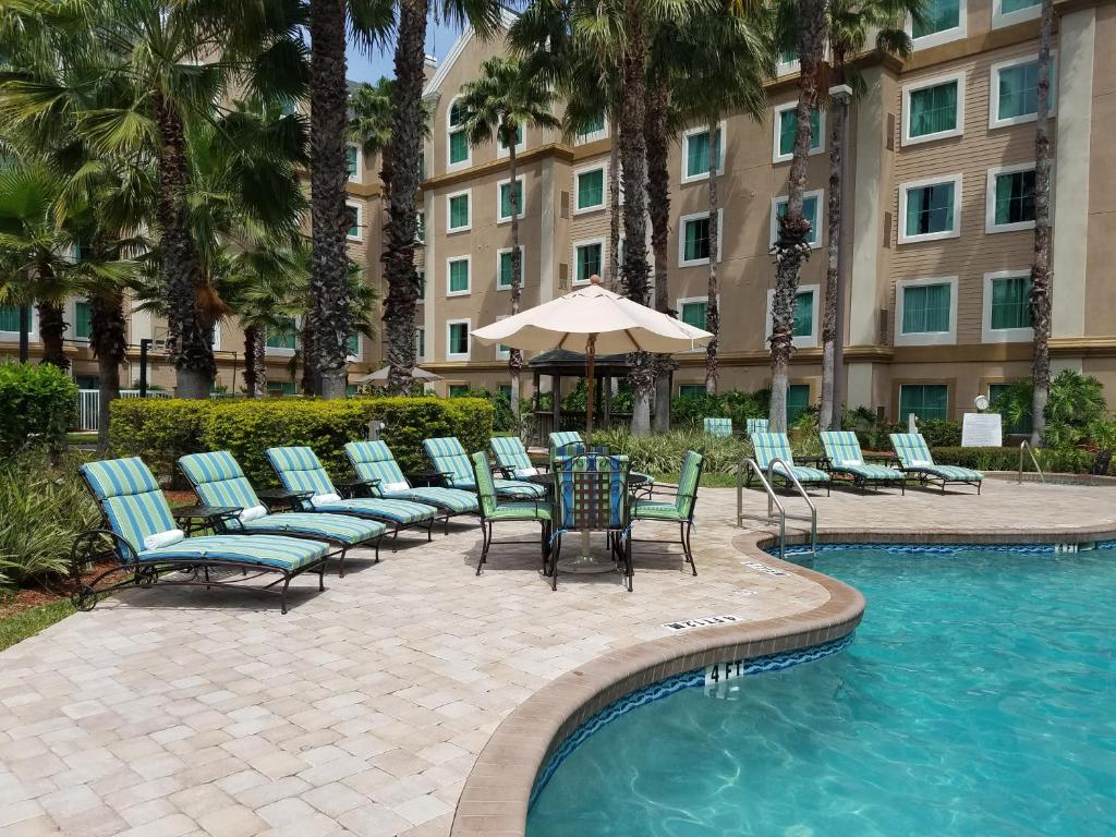 The swimming pool at or close to Hawthorn Suites by Wyndham Lake Buena Vista, a staySky Hotel & Resort
