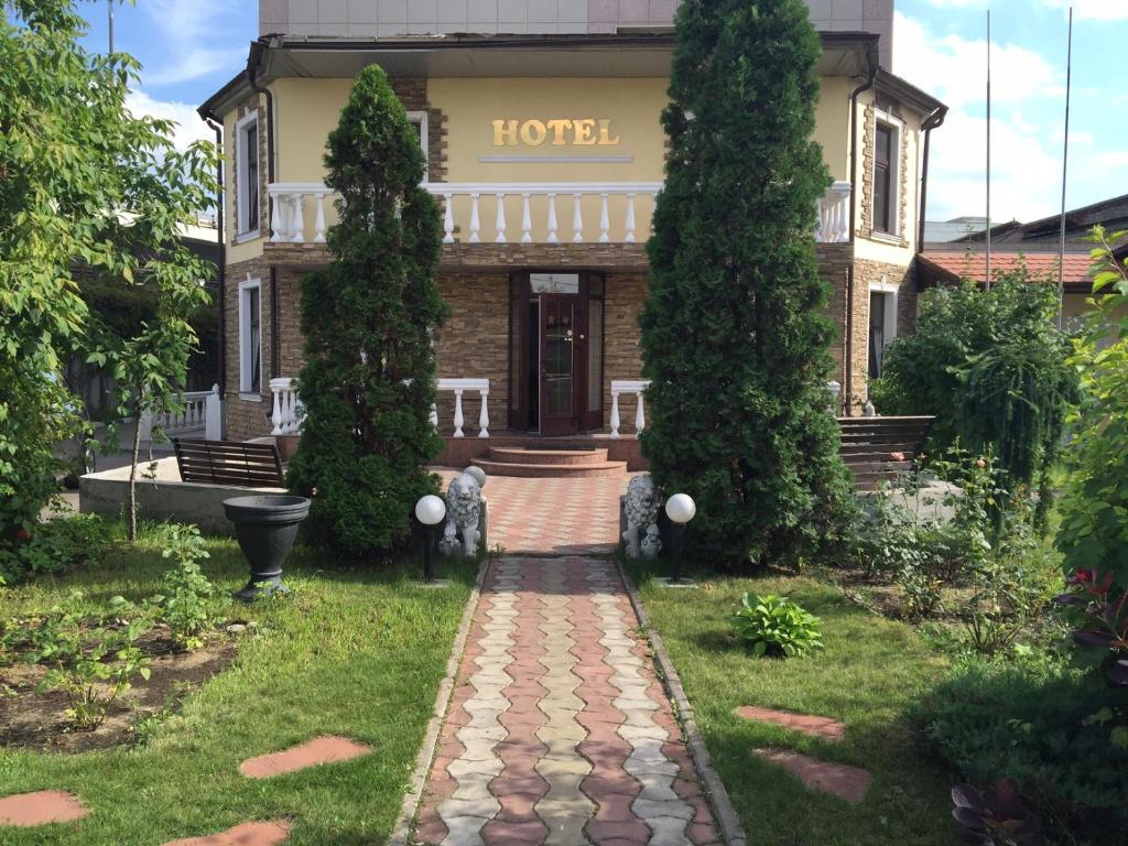 Сад в Garden Hotel