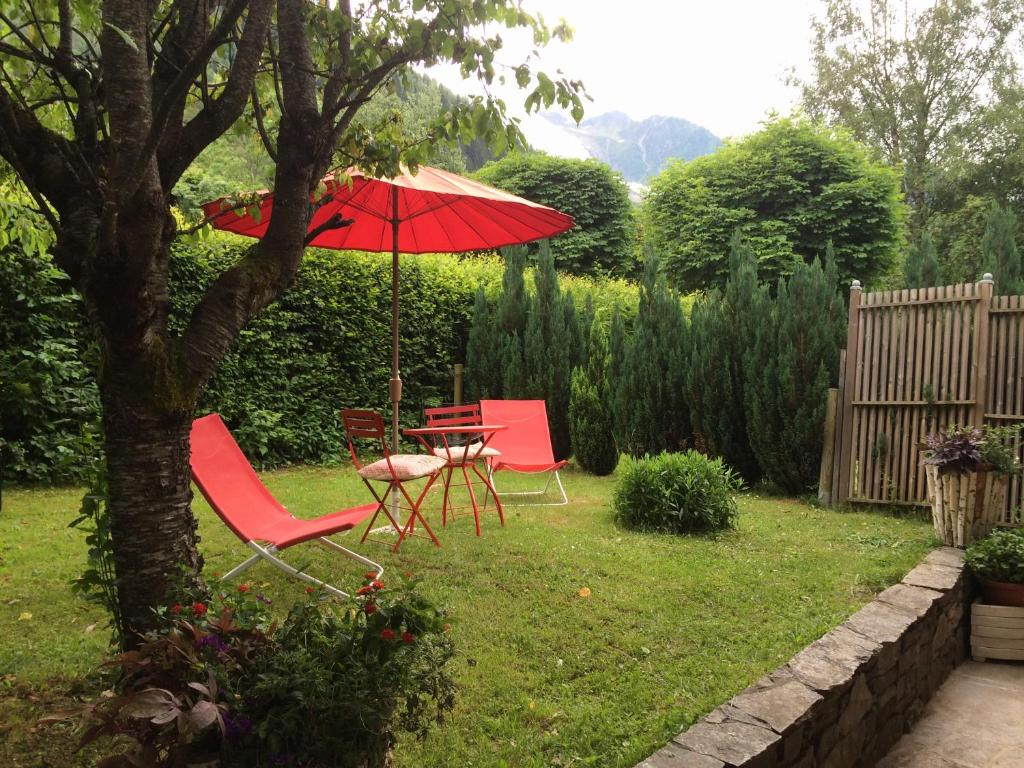 A porch or other outdoor area at chalet des petits loups