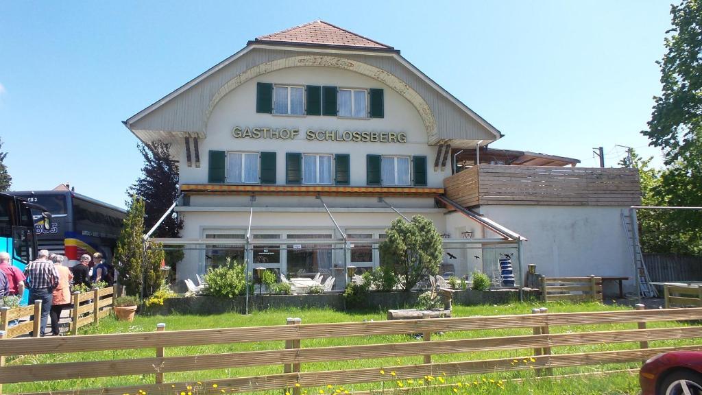 Ein Garten an der Unterkunft Gasthof Schlossberg Bori