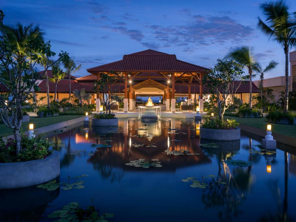 Вид на восход или закат из курортного отеля или места поблизости
