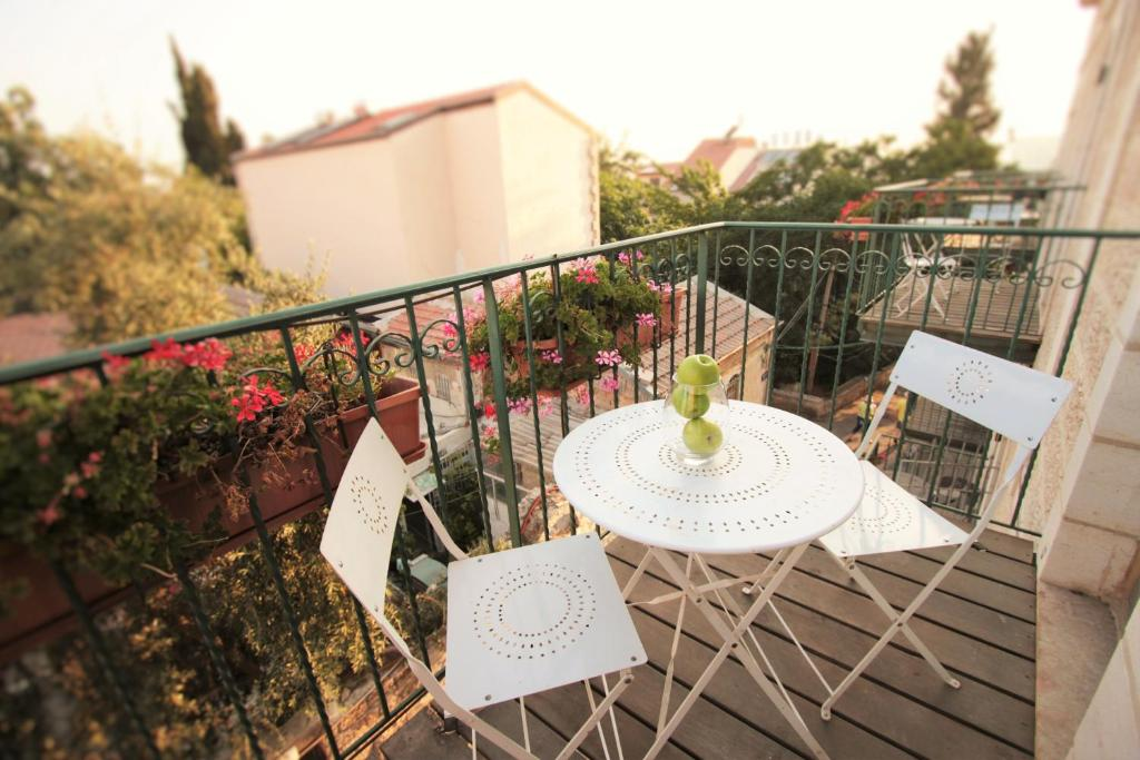 A balcony or terrace at The Market Courtyard - Suites Hotel