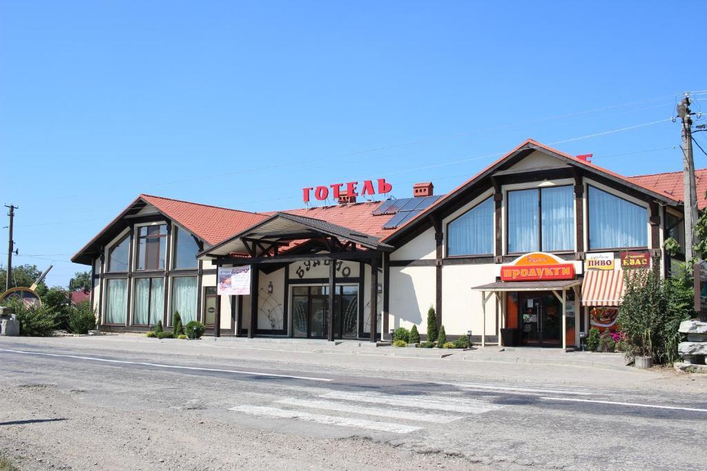 The facade or entrance of Hotel Budmo