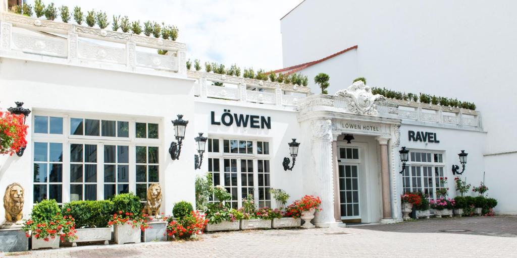Eine Fassade oder ein Eingang zu Löwen Hotel