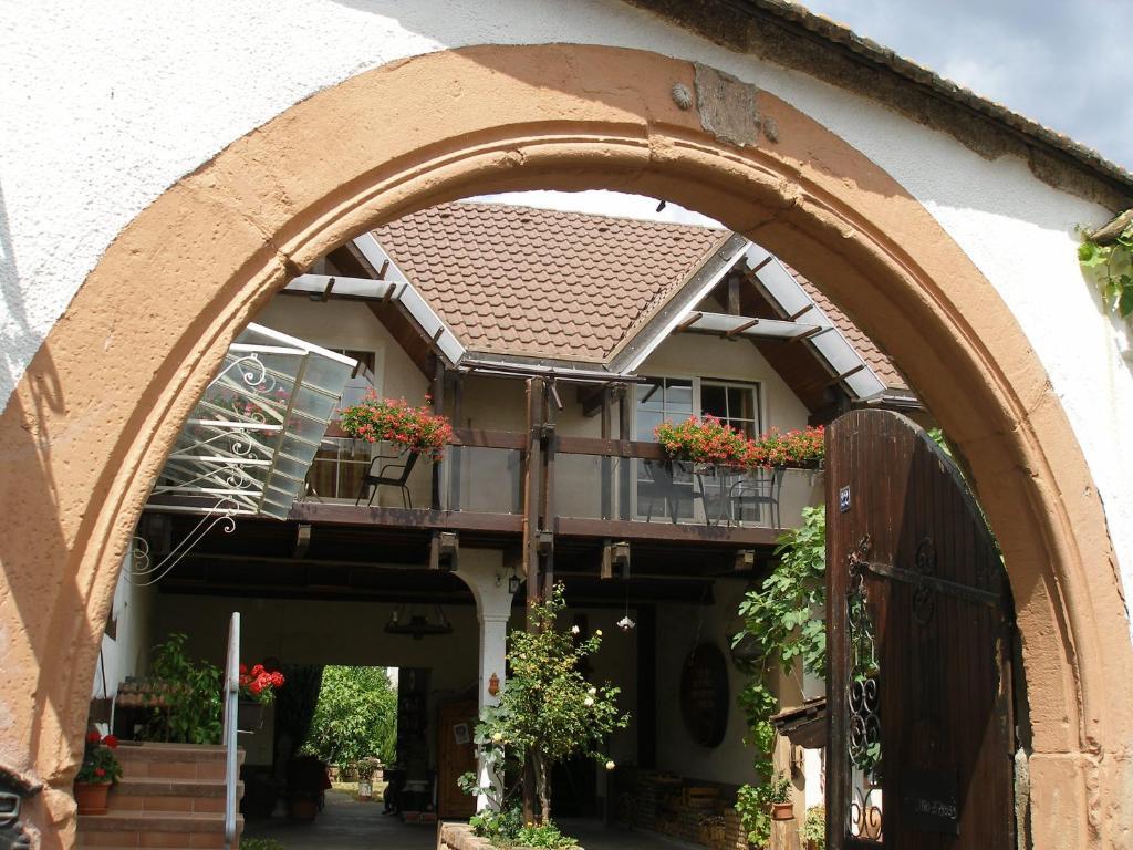 Eine Fassade oder ein Eingang zu Gästehaus im Malerwinkel-Rhodt