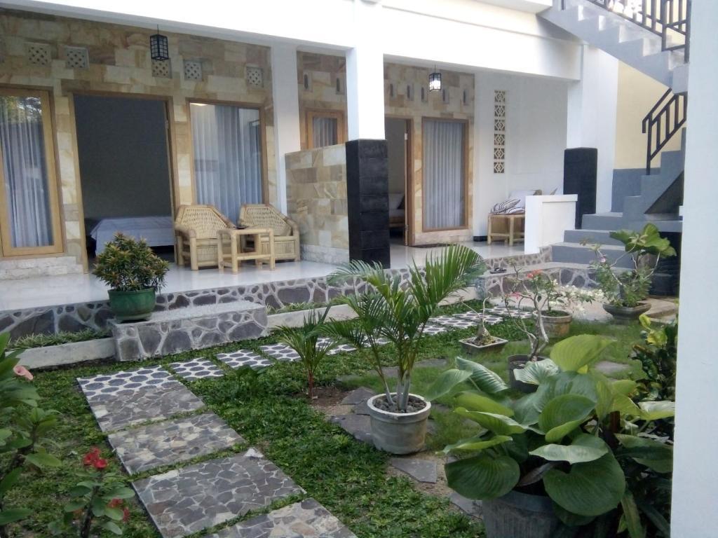 Ein Patio oder anderer Außenbereich in der Unterkunft Maharani Homestay