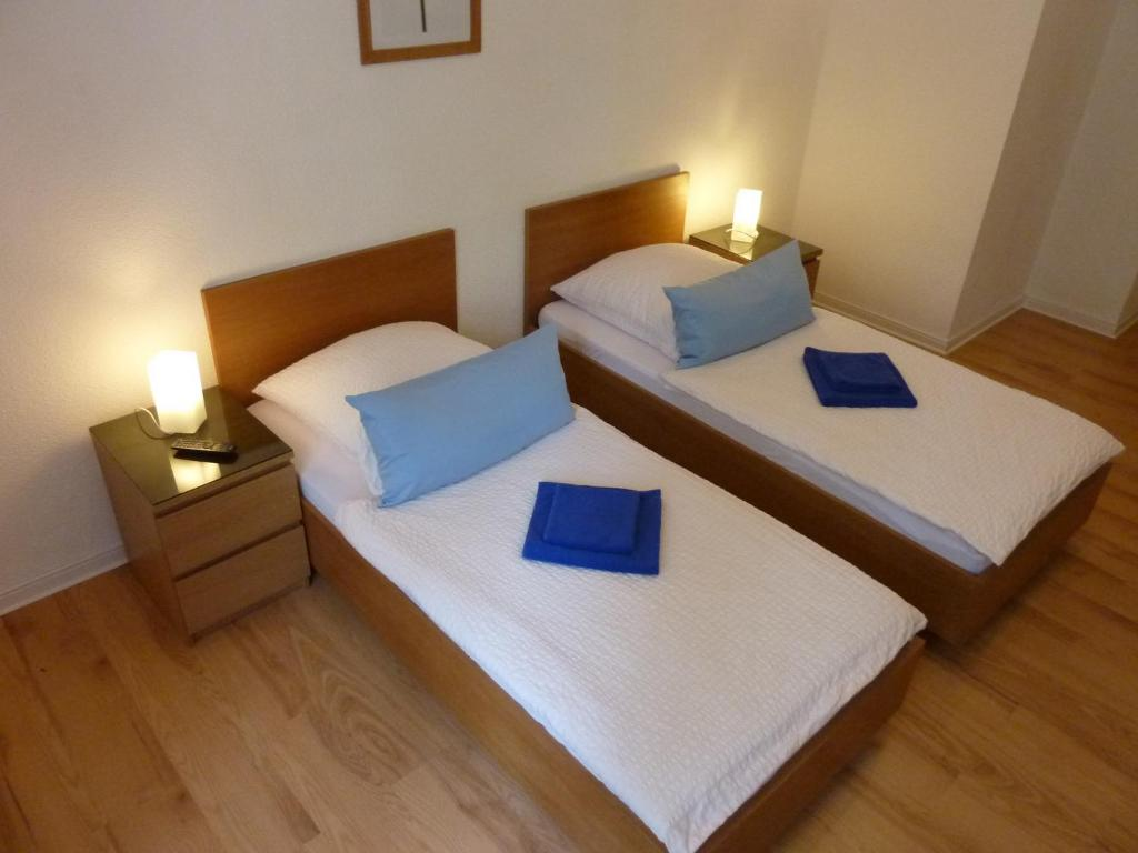A bed or beds in a room at Lessing-Apartment