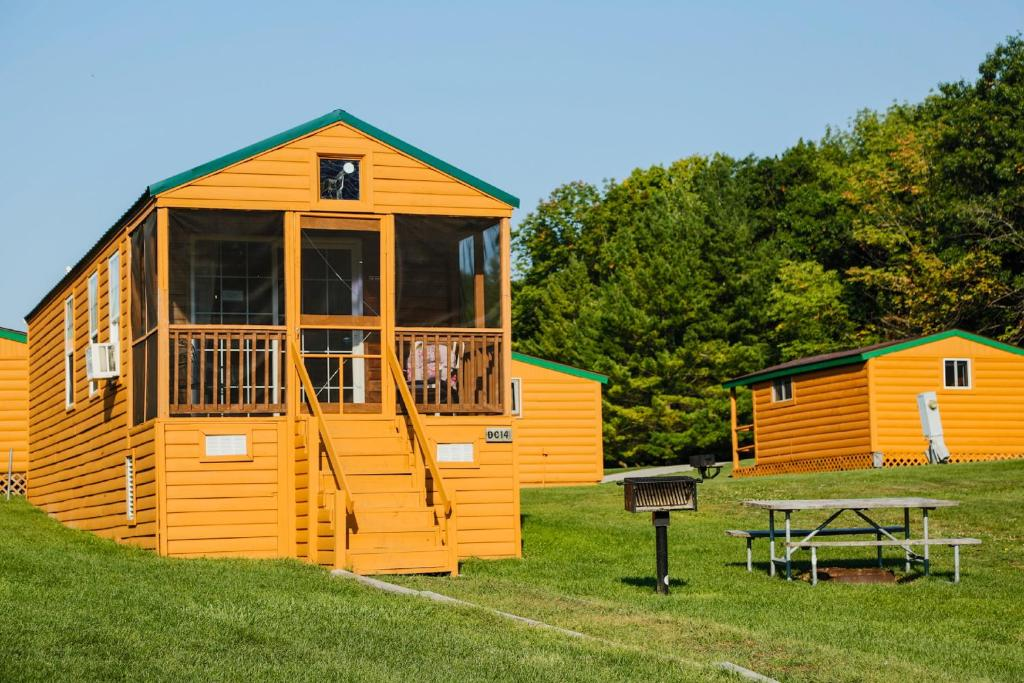 Plymouth Rock Camping Resort Deluxe Cabin 16
