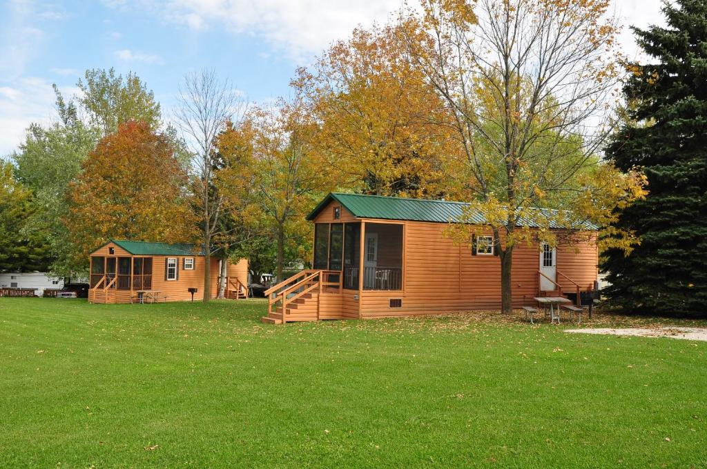 Plymouth Rock Camping Resort Deluxe Cabin 11