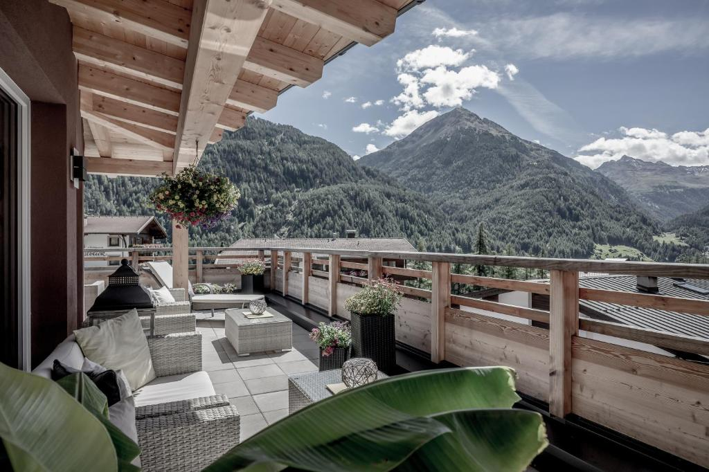 A porch or other outdoor area at Soelden Lounge