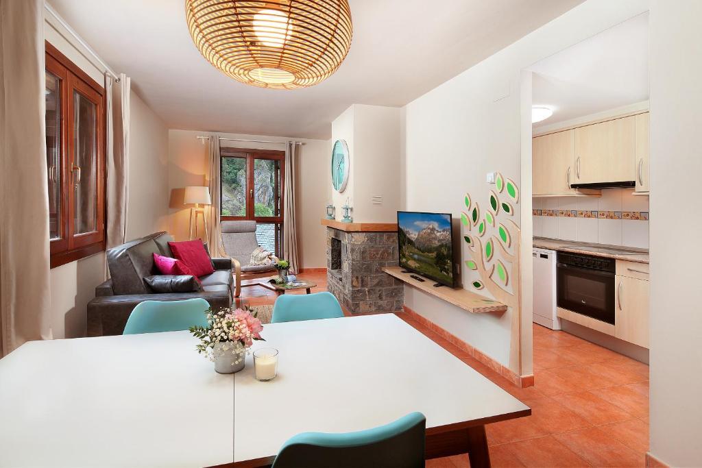 Una cocina o zona de cocina en PirineosNature Apartments