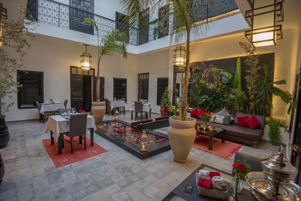 The lounge or bar area at Riad Villa Wenge Spa