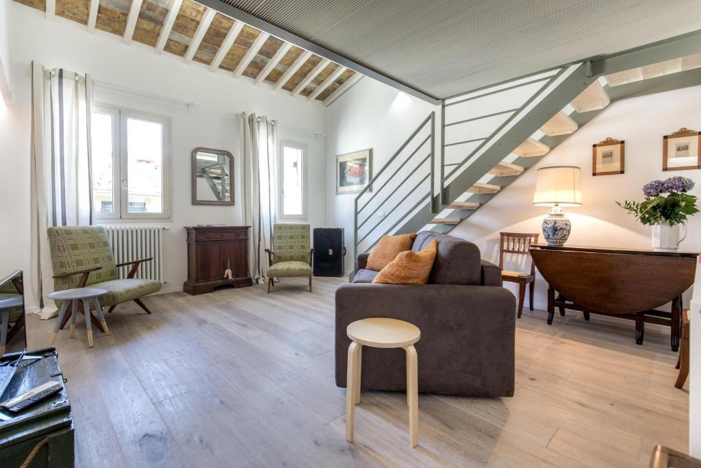 A seating area at BBCHARME La Casa Sui Tetti