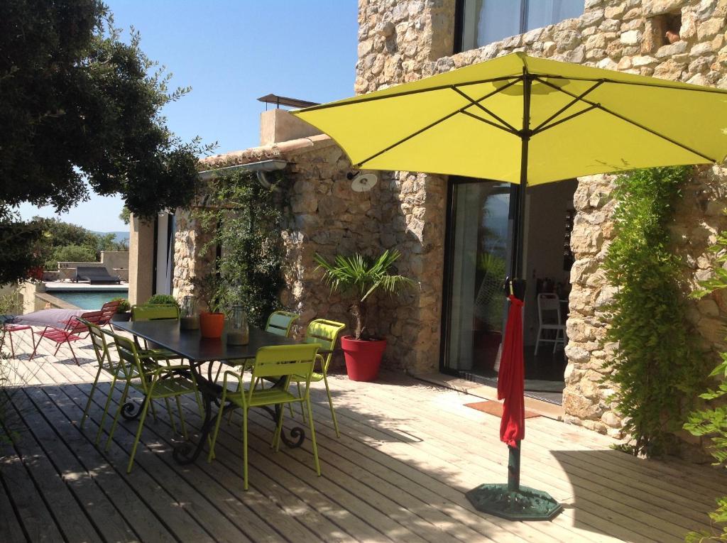 A porch or other outdoor area at L'Escapade, Maison d'hôtes