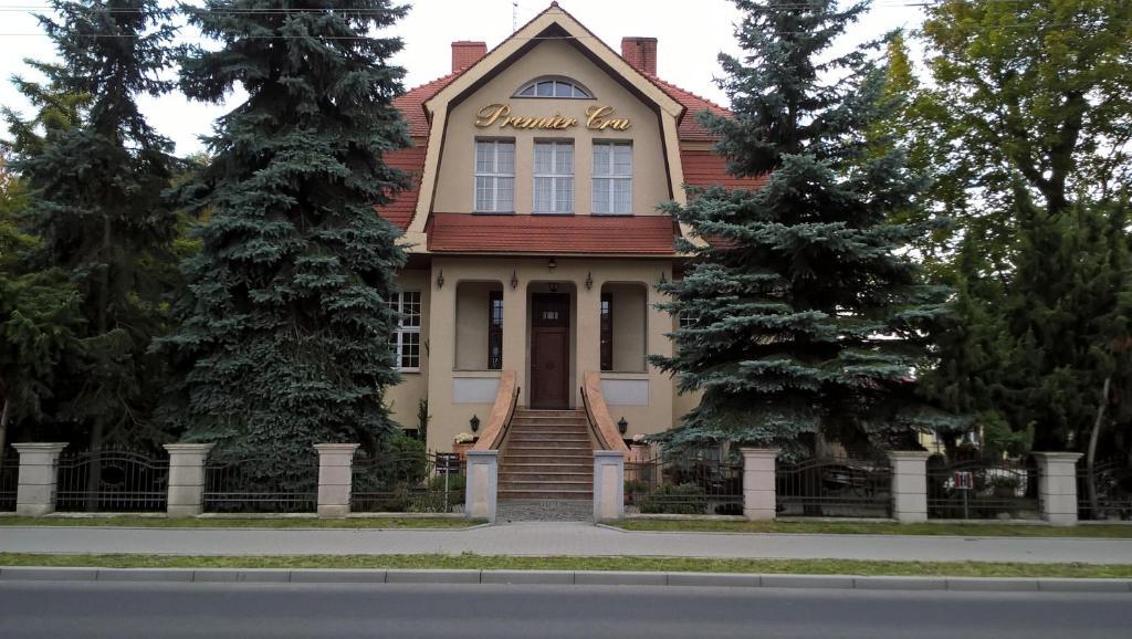 Fasada lub wejście do obiektu Premier Cru