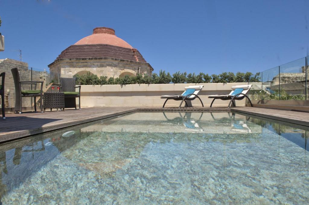 Der Swimmingpool an oder in der Nähe von Palazzo Consiglia