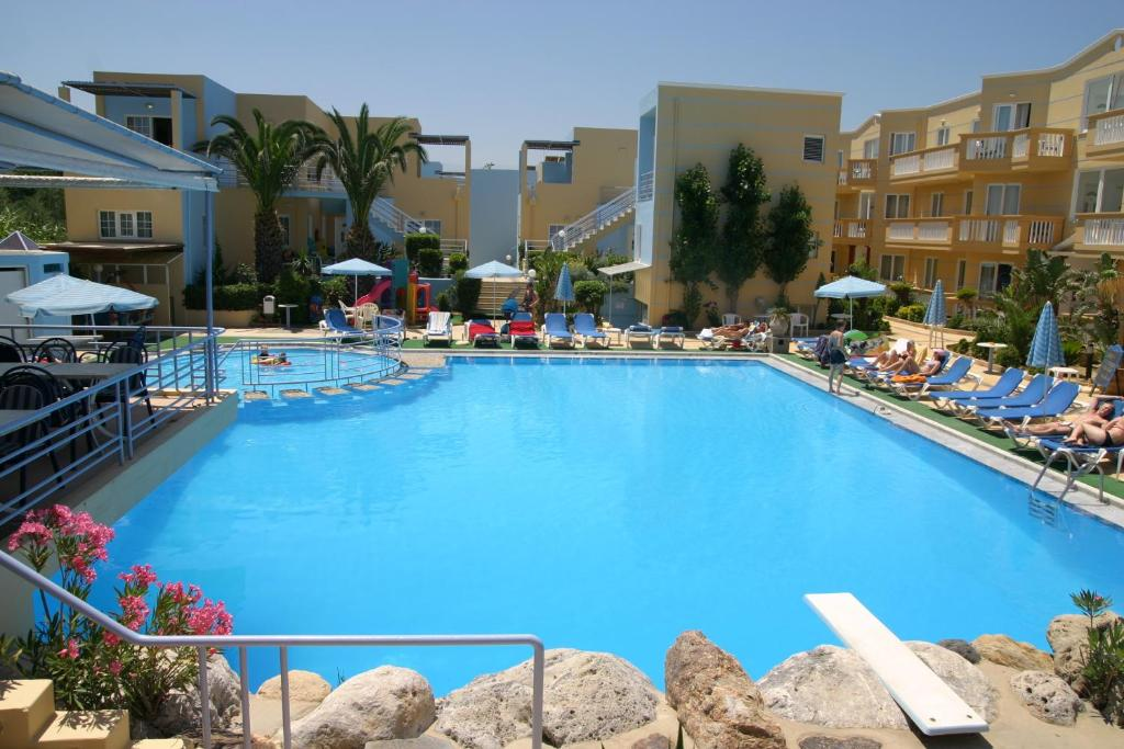 The swimming pool at or near Futura Hotel