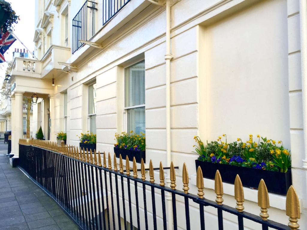 A balcony or terrace at The Windermere Hotel, London