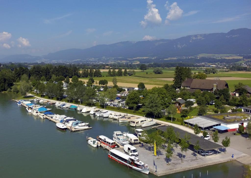 Blick auf TCS Camping Solothurn aus der Vogelperspektive