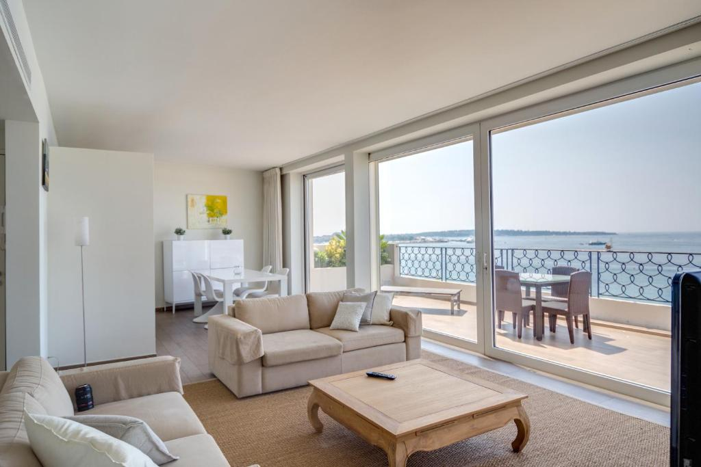 Hotel Azurene Royal Cannes Croisette - Laterooms