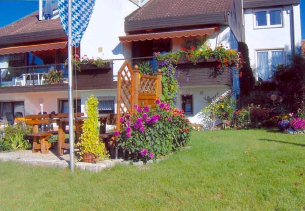 Ein Garten an der Unterkunft Ferienwohnung Panoramablick