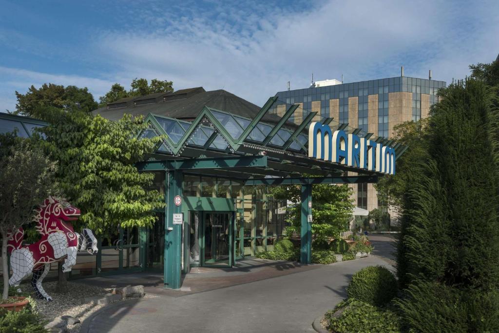 The facade or entrance of Maritim Hotel Stuttgart