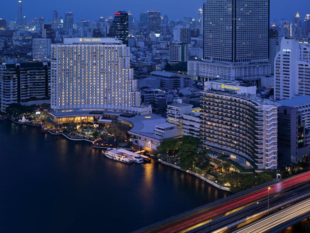 Blick auf Shangri-La Hotel, Bangkok aus der Vogelperspektive