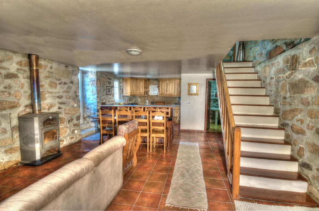 A área de bar ou lounge em Casa Entre as Serras