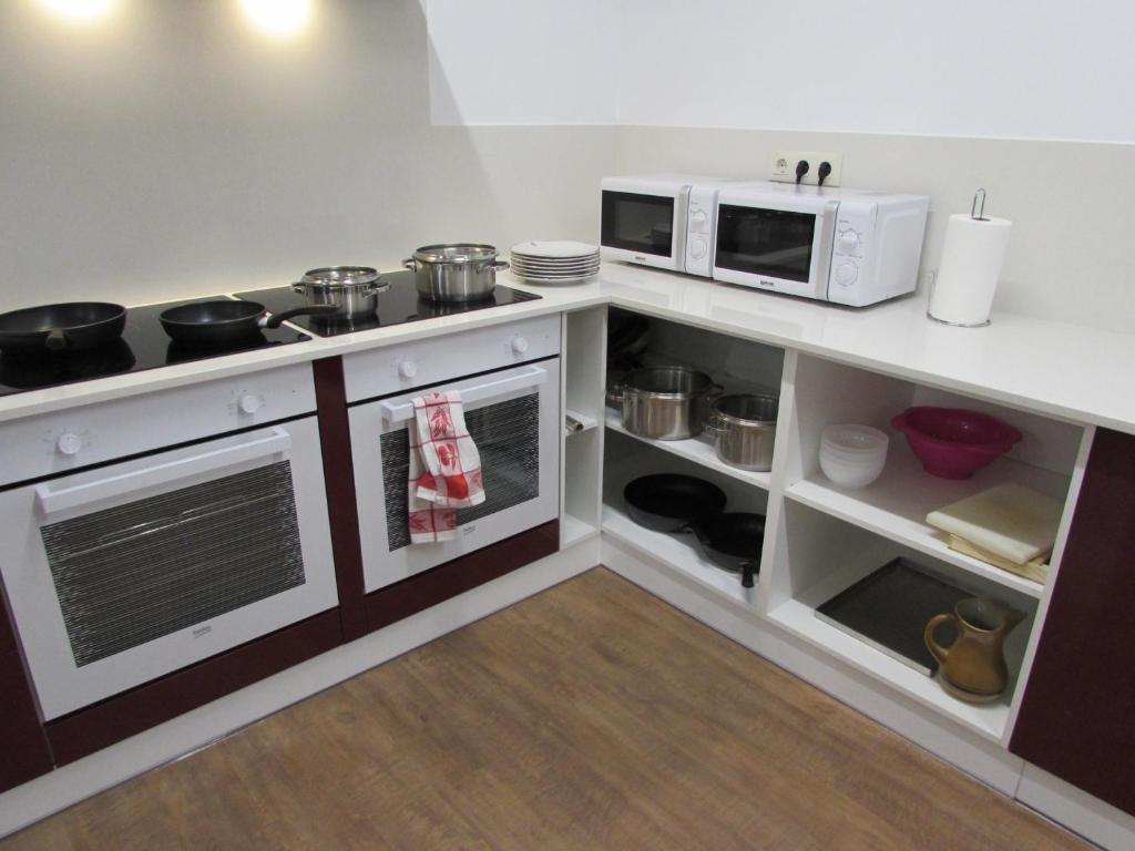 Una cocina o zona de cocina en El Albergue del Montero
