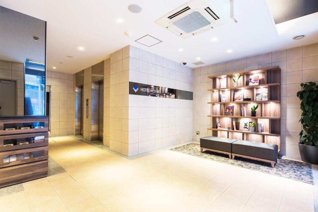 A área de receção ou átrio de HOTEL MYSTAYS Kanda