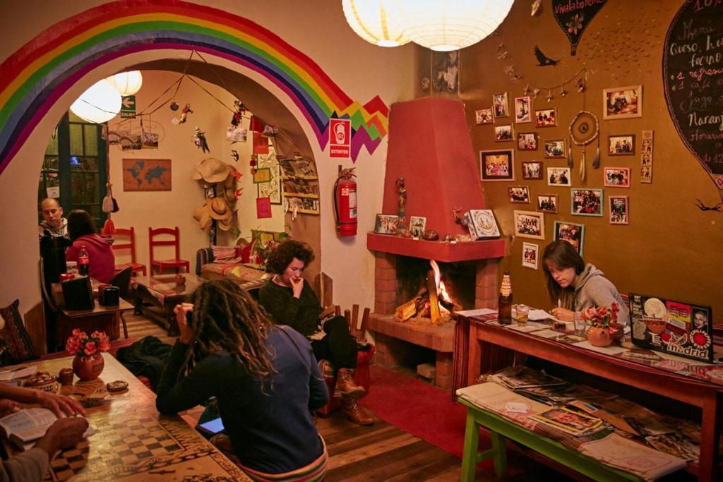 Restaurant ou autre lieu de restauration dans l'établissement Backpacker La Bo'M