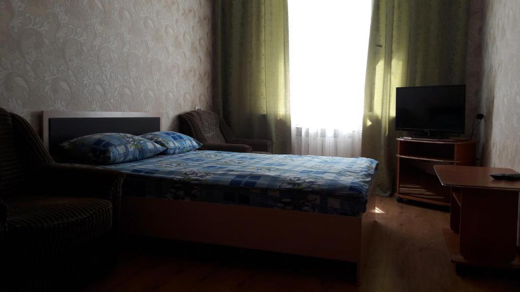 Кровать или кровати в номере Apartments at Tukhachevskovo 20 block 7