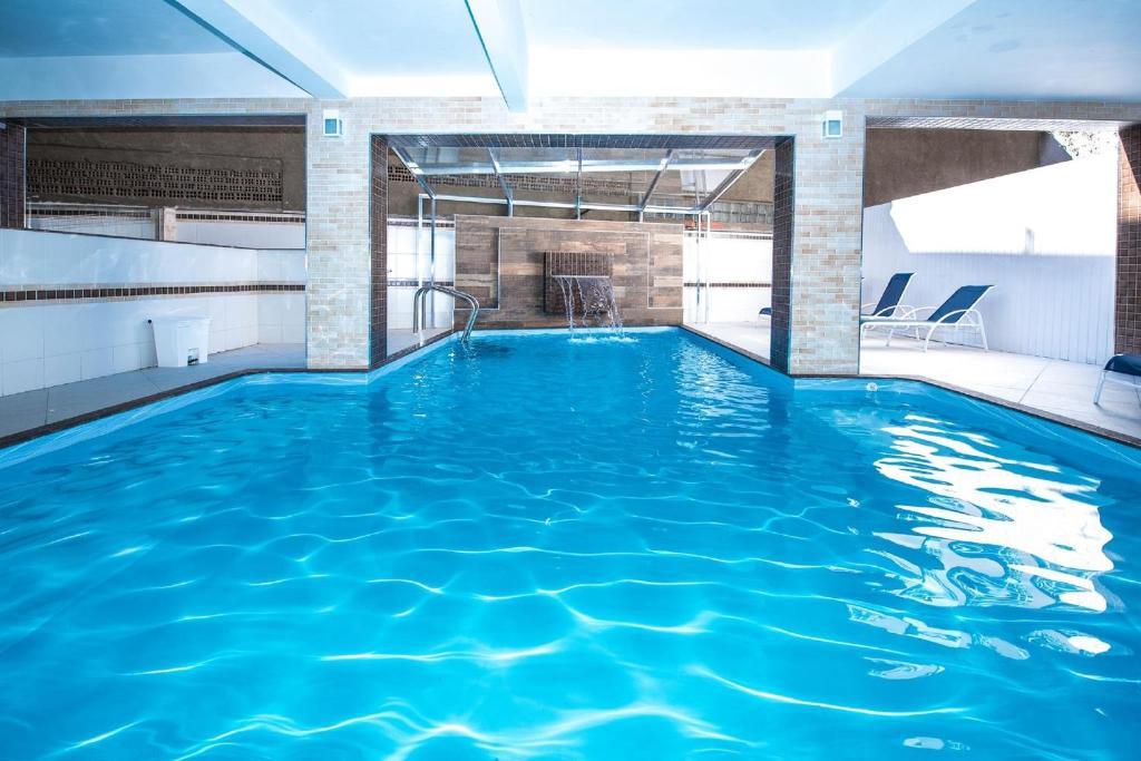 A piscina localizada em Presidente Hotel ou nos arredores