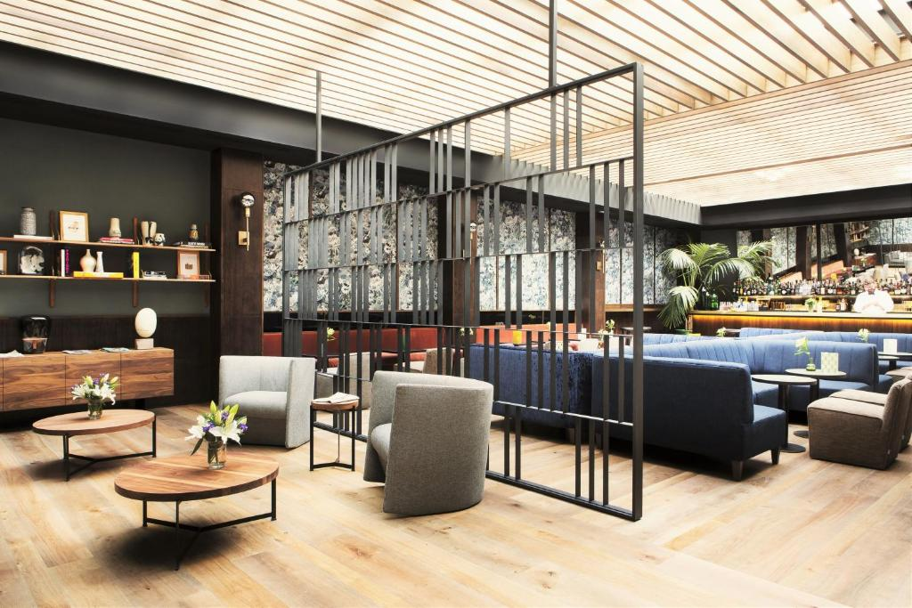 The lounge or bar area at TÓTEM Madrid, a Small Luxury Hotel of the World