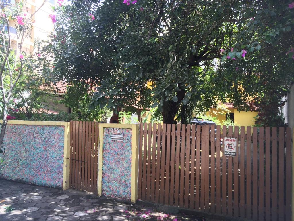 A garden outside Recanto da Vovó com Bike