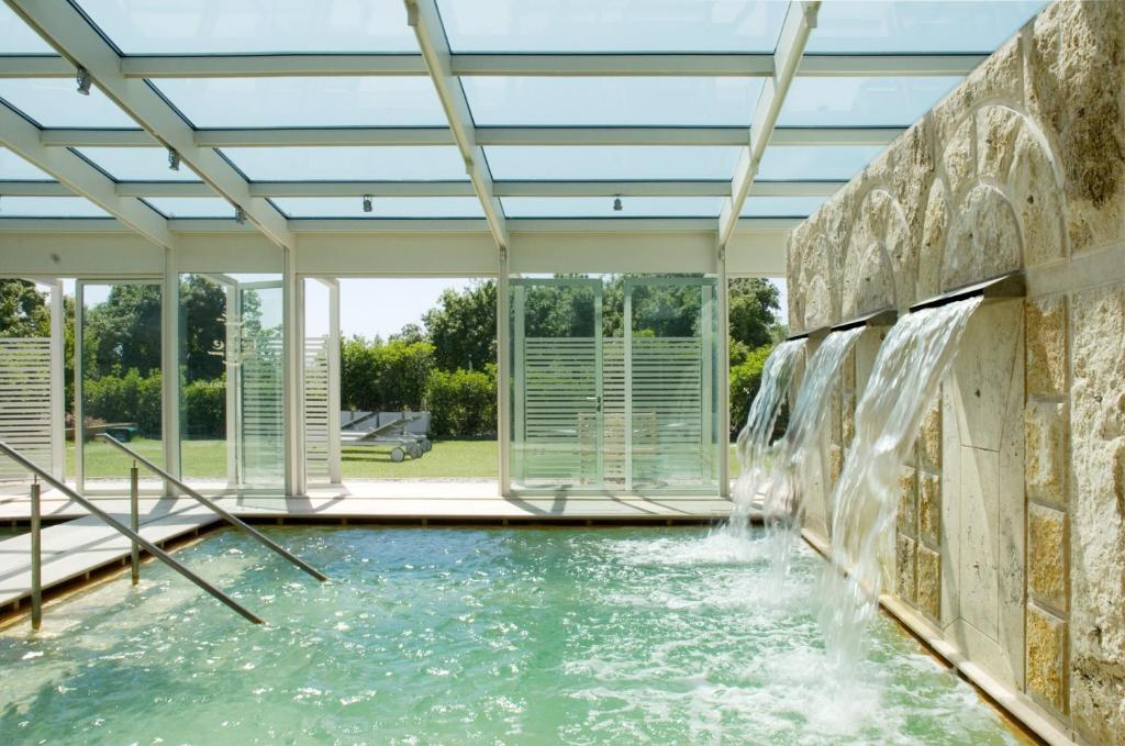 The swimming pool at or near Albergo Le Terme