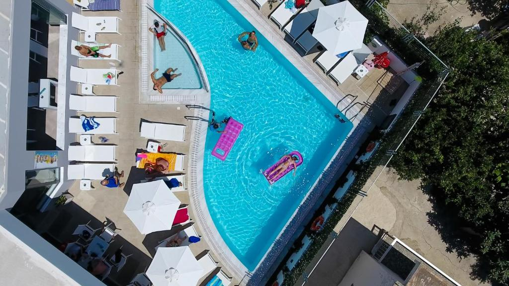 The swimming pool at or close to Hotel Agrelli